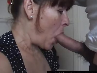 Mature unexperienced takes her first-ever oral cream pie